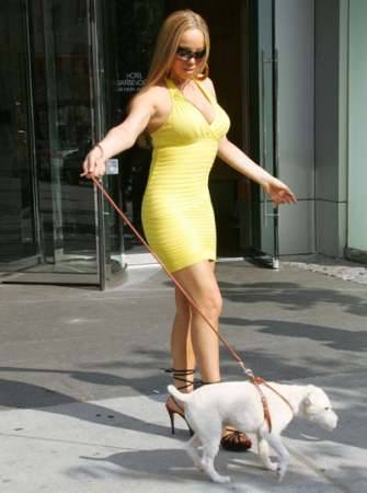 mariah_carey_dog_walk.jpg